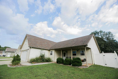 Single Family Home Active Contingent: 2001 E Creekwood Drive