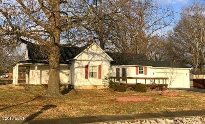 Marion IL Single Family Home For Sale: $59,900