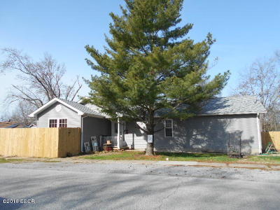 Harrisburg IL Single Family Home For Sale: $98,000