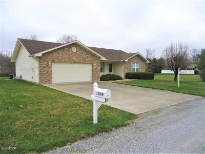 West Frankfort Single Family Home For Sale: 1009 Michael Lane