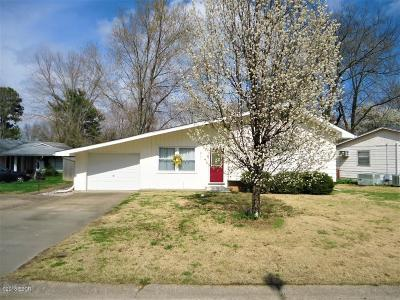 Carbondale Single Family Home For Sale: 217 S Gray Drive