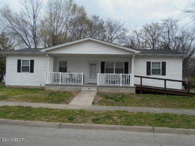 Harrisburg IL Single Family Home For Sale: $85,000