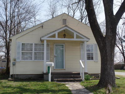 Harrisburg IL Single Family Home For Sale: $49,900