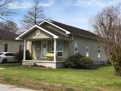 Marion IL Single Family Home For Sale: $82,500