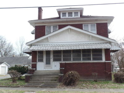 Harrisburg IL Single Family Home For Sale: $73,000