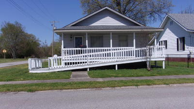 Harrisburg IL Single Family Home For Sale: $42,000