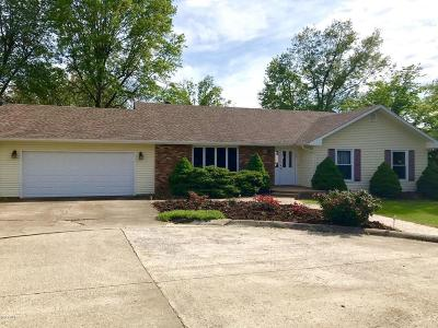 Harrisburg IL Single Family Home For Sale: $121,900