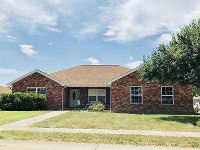 Marion IL Single Family Home Active Contingent: $154,000