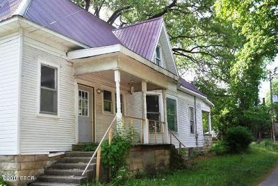 Harrisburg IL Single Family Home For Sale: $33,000