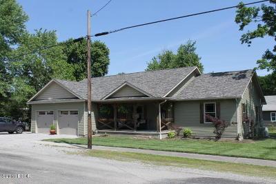Cambria IL Single Family Home For Sale: $194,000