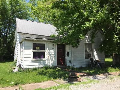 Single Family Home For Sale: 824 Elder Street