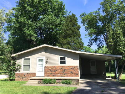 Harrisburg IL Single Family Home For Sale: $65,000