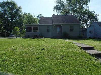 Eldorado IL Single Family Home For Sale: $69,000