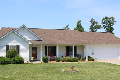 Marion IL Single Family Home For Sale: $159,900