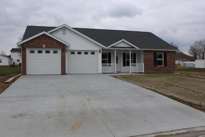 Marion IL Single Family Home Active Contingent: $145,000