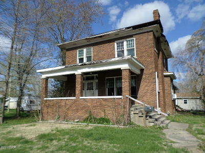 West Frankfort IL Single Family Home For Sale: $12,900