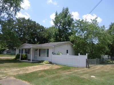 Benton Single Family Home For Sale: 407 Layman Street