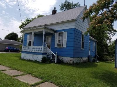 Harrisburg IL Single Family Home For Sale: $23,000