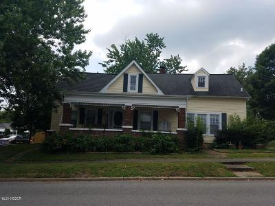 West Frankfort Single Family Home For Sale: 316 E Oak