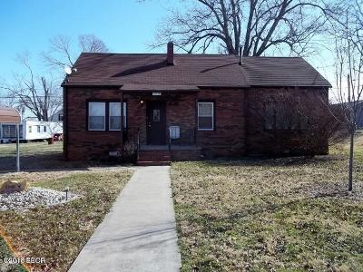 Ridgway IL Single Family Home For Sale: $35,000