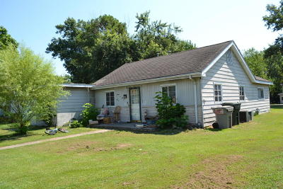 Marion IL Single Family Home For Sale: $28,000