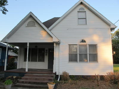 Harrisburg IL Single Family Home For Sale: $66,000