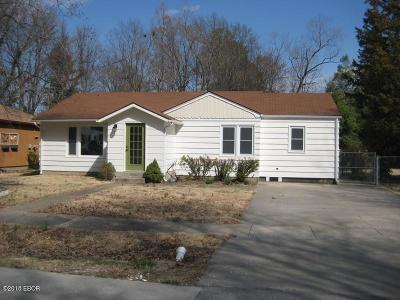 Carbondale Single Family Home For Sale: 1003 S Johnson