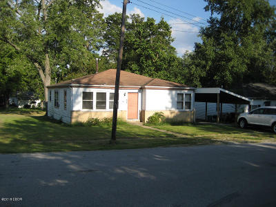 Carbondale Single Family Home For Sale: 923 N Almond Street