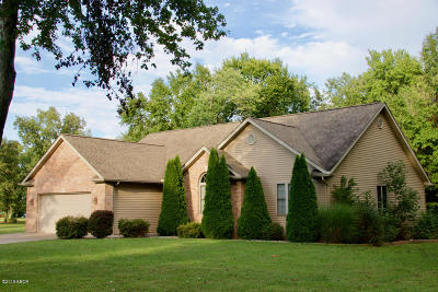 Marion IL Single Family Home Active Contingent: $186,000