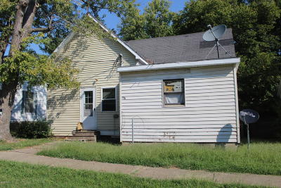 Single Family Home For Sale: 318 W College Street
