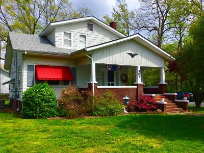 Benton Single Family Home Active Contingent: 302 North McLeansboro