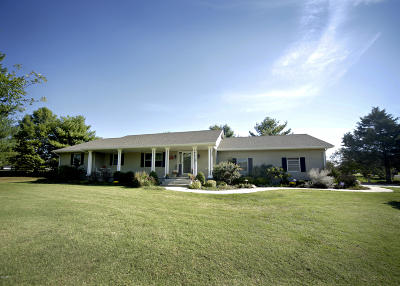 Marion IL Single Family Home Active Contingent: $199,500