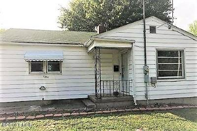 Harrisburg IL Single Family Home For Sale: $19,900