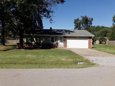 Marion IL Single Family Home For Sale: $105,000