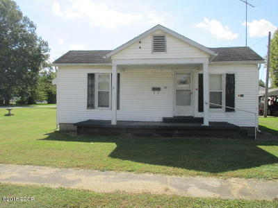 Harrisburg IL Single Family Home For Sale: $27,500