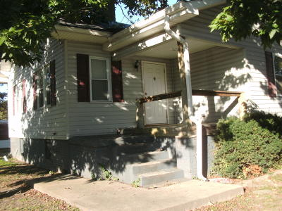 Harrisburg IL Single Family Home For Sale: $25,000