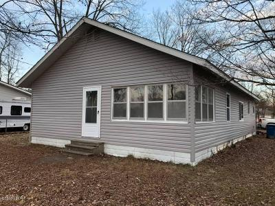 Benton Single Family Home For Sale: 404 S Duquoin Street