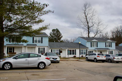 Carbondale Multi Family Home Active Contingent: 612 E Campus Drive #A6-10
