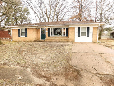 Marion IL Single Family Home Active Contingent: $97,900