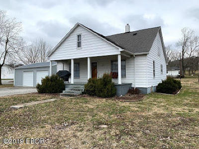 Stonefort IL Single Family Home For Sale: $47,000