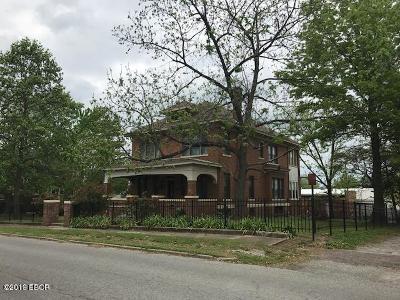 West Frankfort Single Family Home Active Contingent: 307 E Oak Street
