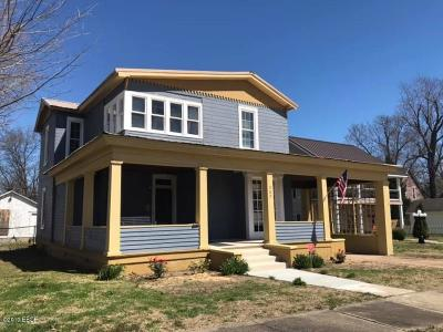 Metropolis Single Family Home For Sale: 207 E 4th Street