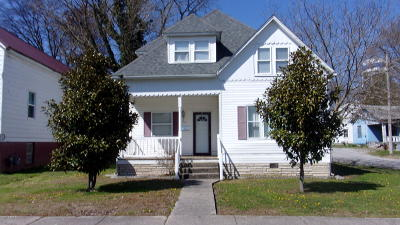 Harrisburg IL Single Family Home For Sale: $59,900