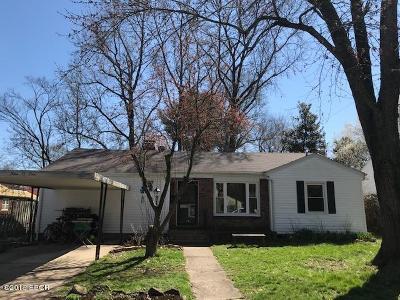 Carbondale Single Family Home For Sale: 901 S Johnson Avenue