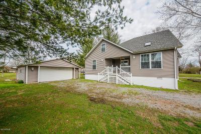 Mt. Vernon Single Family Home For Sale: 2611 Benton Road