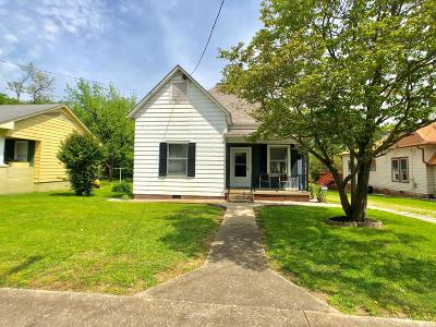 Harrisburg IL Single Family Home For Sale: $68,000