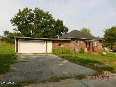 West Frankfort Single Family Home For Sale: 108 N Cherry Street