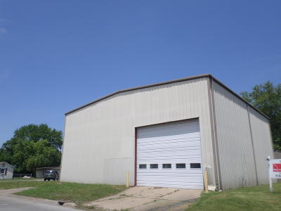 West Frankfort Commercial Active Contingent: 1305 W Main Street