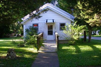 Single Family Home For Sale: 800 W Raymond