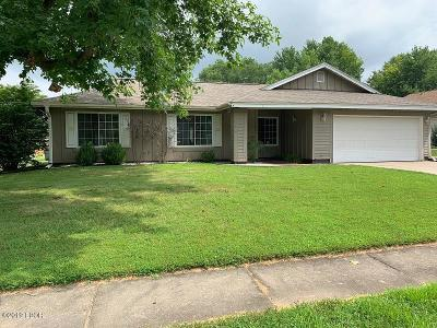 Mt. Vernon Single Family Home For Sale: 4316 Sassafras Lane